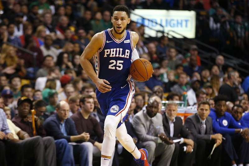 76人西蒙斯大三元,成為NBA史上第3位達成1000分500籃板500助攻的新秀。(美聯社)