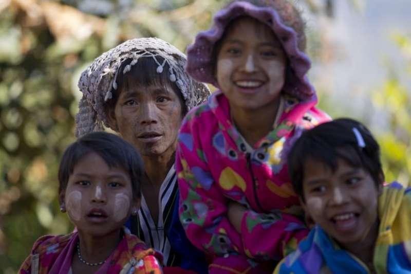 翁山蘇姬上任至今,少數民族議題未解甚至日益嚴重,緬甸境內高達2千多萬人的少數民族該如何生存。(AP)