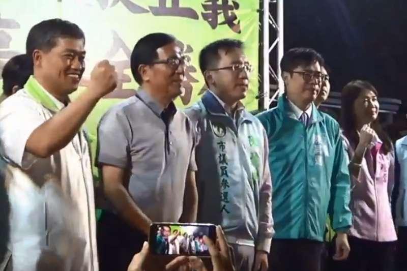 前總統陳水扁為子陳致中站台,民進黨高雄市長提名人陳其邁也到場力挺。(取自陳致中臉書影片)