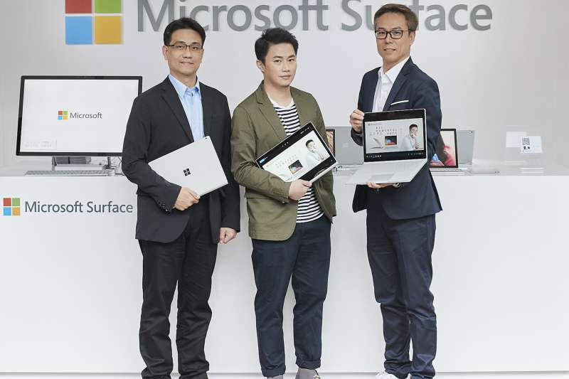 (從左至右)台灣微軟消費通路事業群資深產品行銷協理張家豪、國際知名設計師聶永真、台灣微軟消費通路事業群副總經理薛偉鴻(圖/微軟提供)