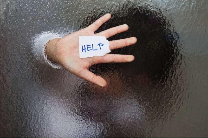 示意圖。德國警方20日進入散播兒童色情光碟的嫌犯家搜索,卻在打開壁櫥時,意外發現一名失蹤許久的15歲少年。(Shutterstock)
