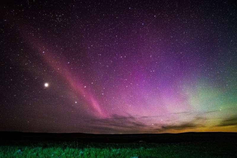 絕美的神秘紫光「STEVE」(取自NASA官網)