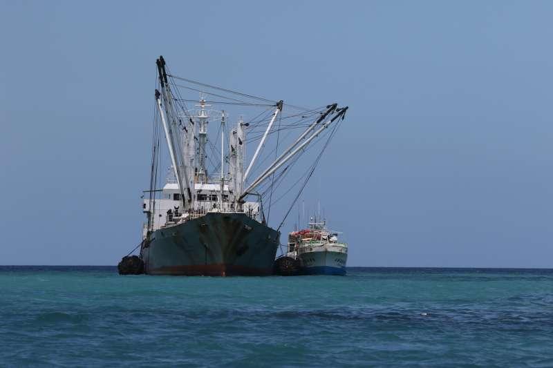 作者認為漁業的主責單位─農委會,目前深陷農產品產銷失衡的泥沼,無暇顧及漁業整體的規劃與推動,放任問題持續惡化。(資料照,取自綠色和平)