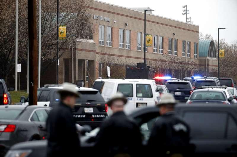 美國馬里蘭州的大磨坊高中20日上午發生槍擊案。(美聯社)
