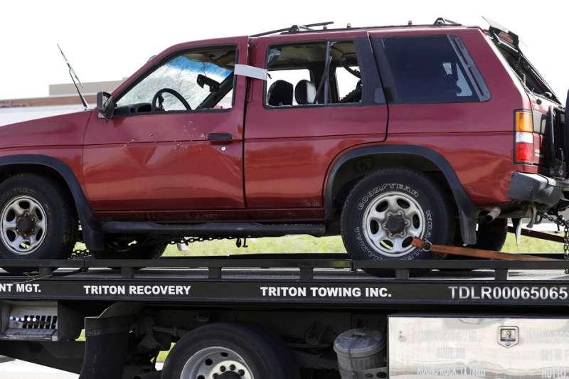 德州連環炸彈客康迪特死前駕駛的廂型車。(AP)