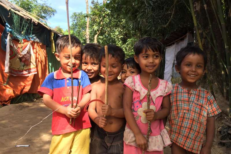 獨立記者楊智強2017年底前往孟加拉羅興亞難民營採訪,見到羅興亞孩童的笑顏。(楊智強提供)