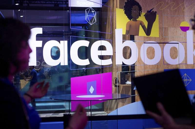 英國資料分析公司「劍橋分析」利用社群平台與數位工具,操縱民意與輿論,最後成功將川普送進白宮(美聯社)