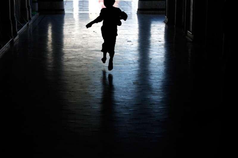 作者認為,台中市目前虐童通報機制落實上有相當大問題。(資料照,取自tribune.com.pk)