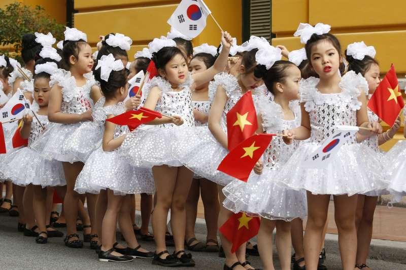無國界記者組織(RSF)最新報告指出,越南僅高於中國1名、排於第175名,該國體制下媒體完全受政府控制,現在談論貪污或環境災害等議題的部落客,可能被判15年徒刑。(資料照,美聯社)