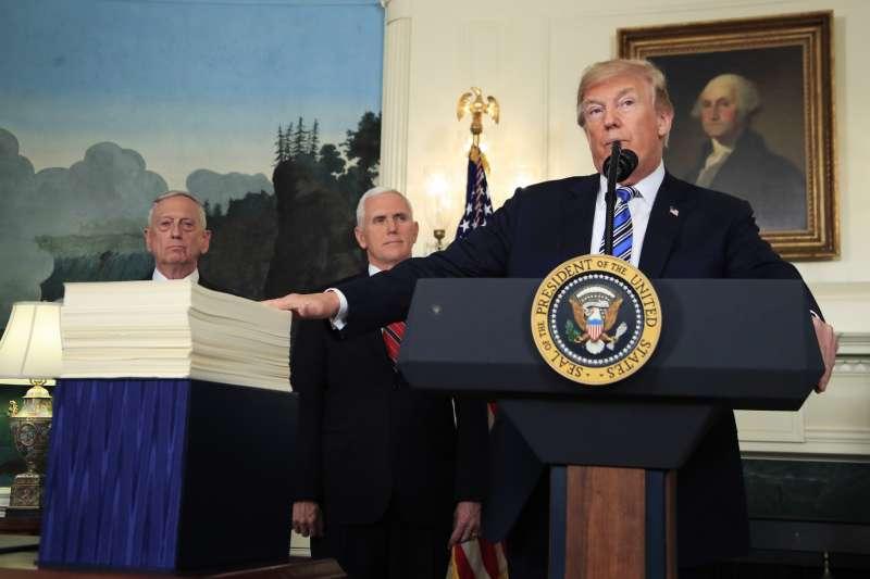 2018年3月23日,美國總統川普簽署撥款法案,但是對法案內容大表不滿(AP)