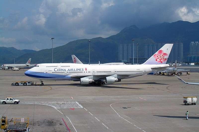 華航開徵年薪30萬的「實習空服員」,呂秋遠這樣說…(圖/維基百科)
