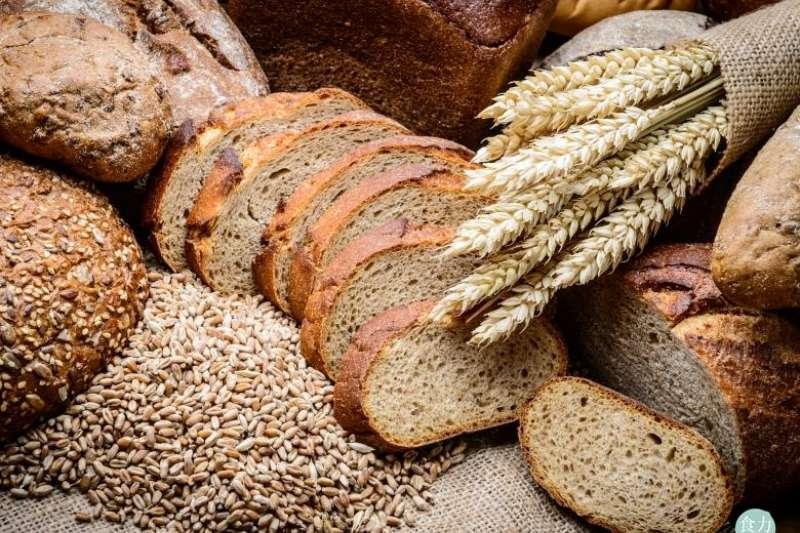 只要使用全麥含量超過51%,就能稱之為全麥麵包喔!(圖/食力foodNEXT提供)