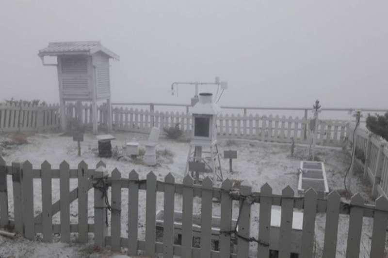 中央氣象局指出,玉山5日上午7時10分開始降雪,直到早上7時50分停止,降雪約1公分。(資料照,中央氣象局提供)