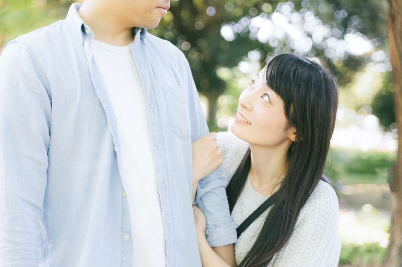 除了女性喜歡聽到男方對她的誇獎,男性也同樣有被讚賞的渴望!(示意圖/pakutaso)