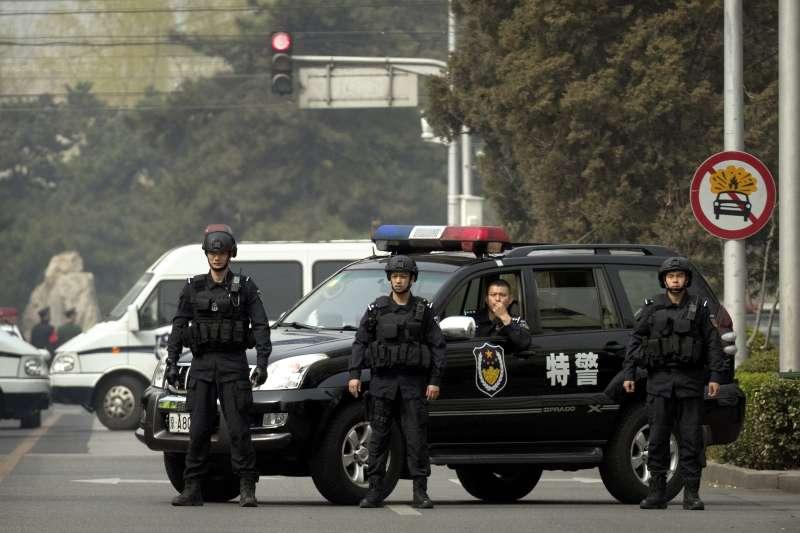 北韓高層官員26日已抵達中國北京,據傳可能是北韓最高領導人金正恩,北京公安27日在接待外賓的釣魚台迎賓館附近實施交通管制。(AP)