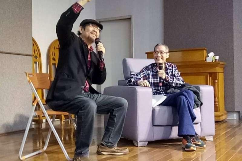 鄒川雄老師與與周平老師用相聲的方式作見證(基督教論壇報∕洪錫隆主任提供)