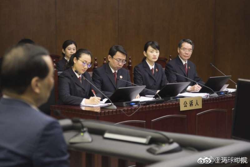 吳小暉的詐騙侵佔案28日在上海開庭。