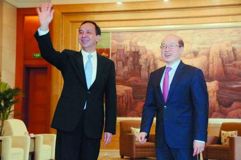 台灣地方首長近日到北京,會見國台辦主任劉結一。圖為新北市長朱立倫(左)3月在上海與劉結一(右)見面。(資料照,新北市政府提供)
