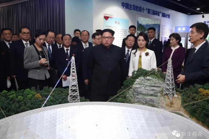 金正恩與李雪主參觀中國科技研發成果。