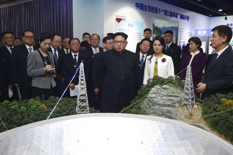 2018年3月,金正恩與李雪主在北京參訪中國科學院。(美聯社)