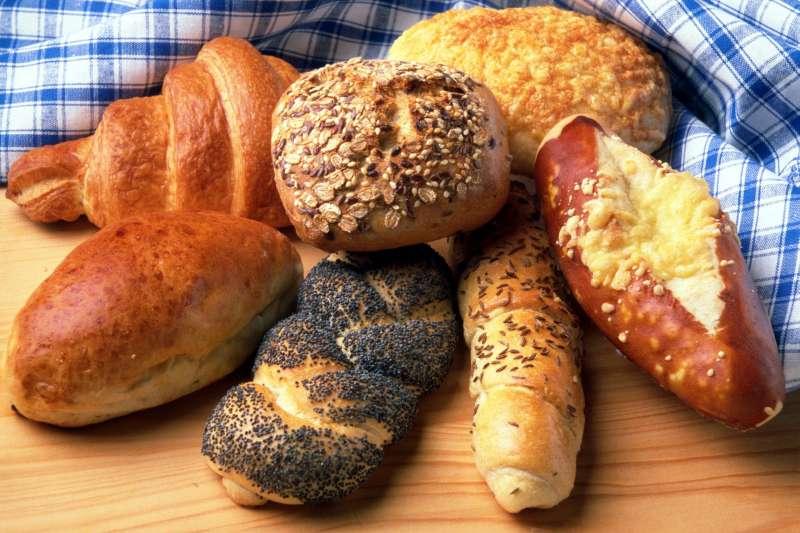 吃下去的究竟是美味還是「三高」?盤點市面上的麵包種類,你知道吃進肚子的麵包真正的營養成分是什麼嗎?(示意圖/romanov@pixabay)