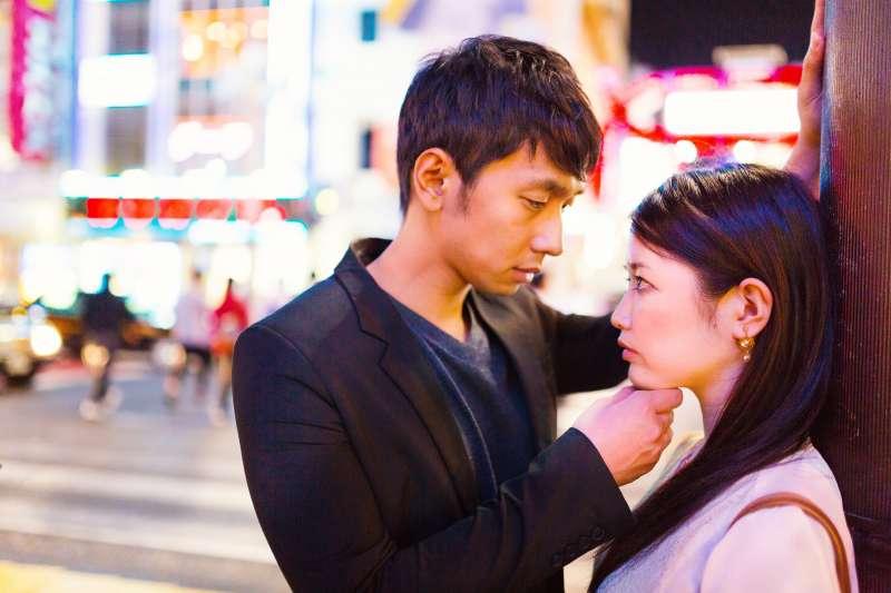 女生真的都喜歡壞壞、顏值高的男生嗎?(圖/pakutaso)