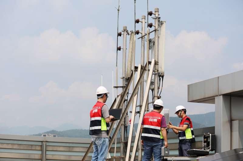 台達新一代通訊電源系統搭載轉換效率高達98%的通訊電源模塊DPR3000E。(圖/台達電子提供)