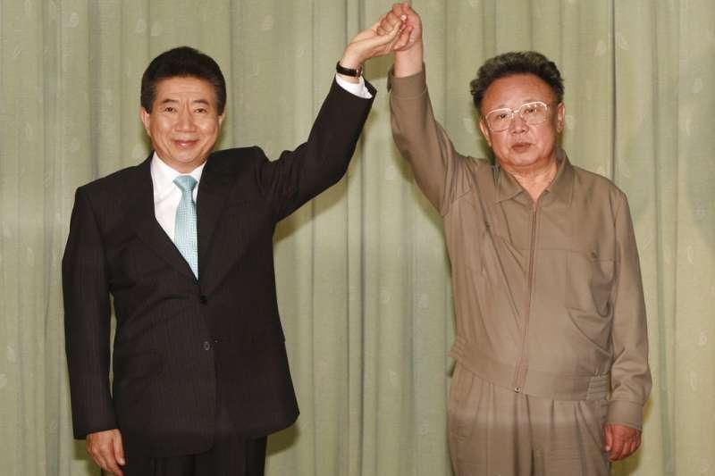 2007年10月4日,南韓總統盧武鉉與北韓領導人金正日在平壤舉行第二次南北韓峰會。(美聯社)