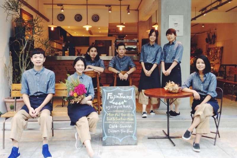 台北市內的鄉村風民生社區,不僅街景舒適,這也藏了許多巷弄美食。(圖/Fujin Tree Cafe 富錦樹咖啡店@Facebook)