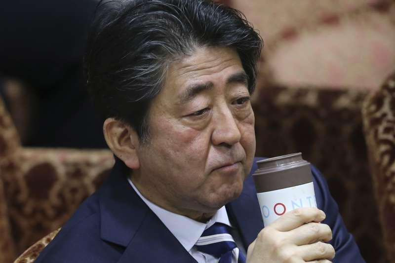 日本首相安倍晉三捲入「森友學園」「地價門」醜聞風暴(AP)