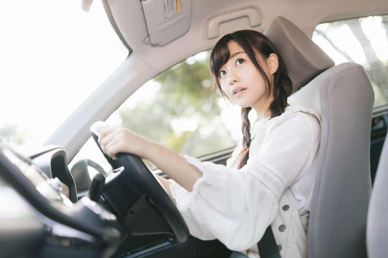 台灣雖然沒有法令限制女性開車上路,但文化民情不鼓勵女性開車,而不少女性視為理所當然,不認為自己的行動自由被剝奪。(示意圖/すしぱく@pakutaso)