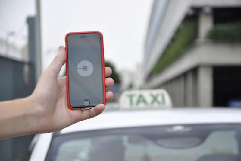 不堪補貼戰的虧損,本周Uber再度尋中國滴滴出行模式,將東南亞業務出售給Grab。回顧過去幾年,這已是Uber第三起業務出售,究竟Uber是怎麼走到今天這一步?(圖/Núcleo Editorial@flickr)
