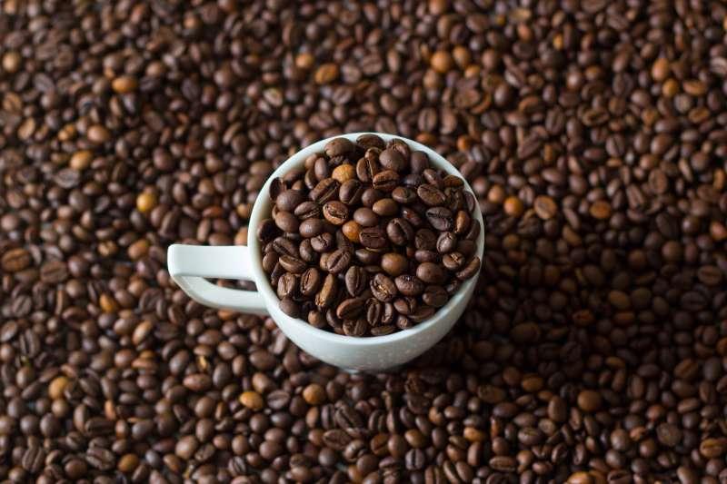 想來杯香醇咖啡卻擔心致癌風險?科學家認為無需過度擔心。(Marco Verch@Flickr/CC BY 2.0)