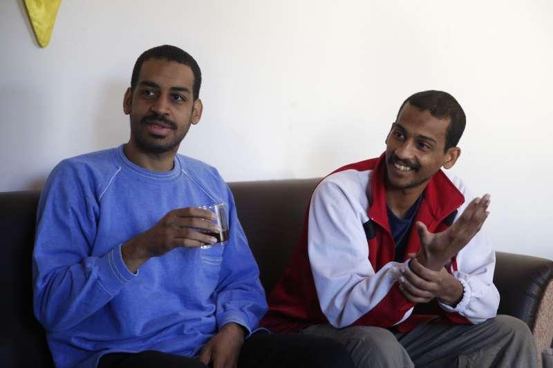 恐怖組織「伊斯蘭國」「披頭四」成員寇提(左)與艾爾沙伊赫(右)30日接受《美聯社》訪問(美聯社)