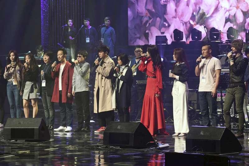 2018年4月1日,南韓藝術團在北韓首都平壤「東平壤大劇場」演出(AP)