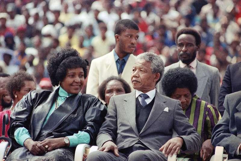 南非國母、曼德拉前妻溫妮與曼德拉(AP)