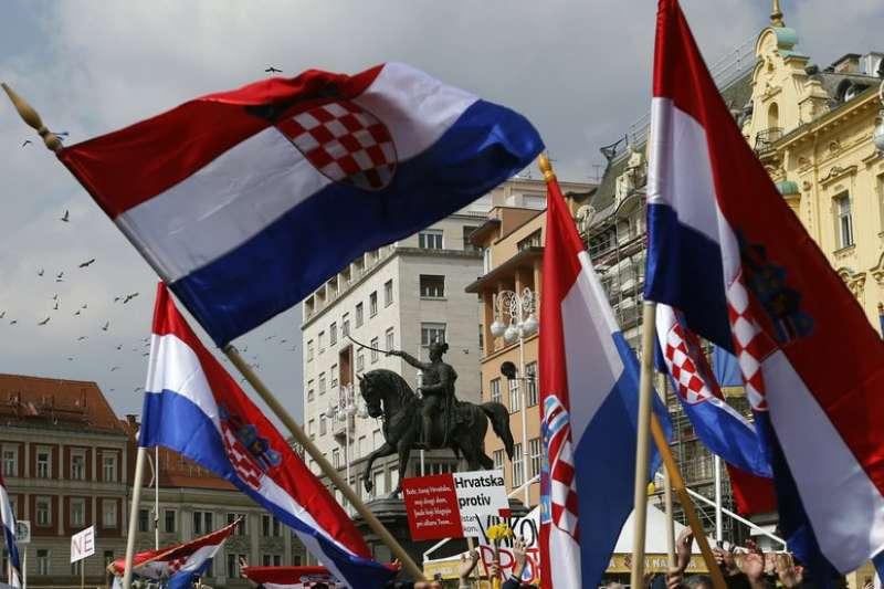中歐國家近來偏向極右派民粹主義、反移民立場。圖為克羅埃西亞3月24日有民眾抗議,反對同性婚姻。(AP)