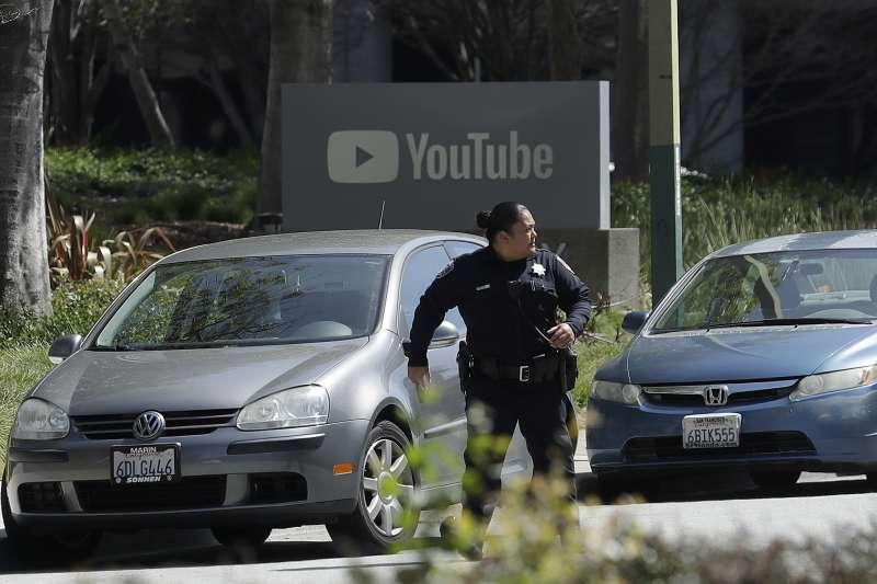 2018年4月3日,YouTube位於加州聖布魯諾的總部遭到攻擊,造成多人傷亡,警方趕往現場應變(AP)