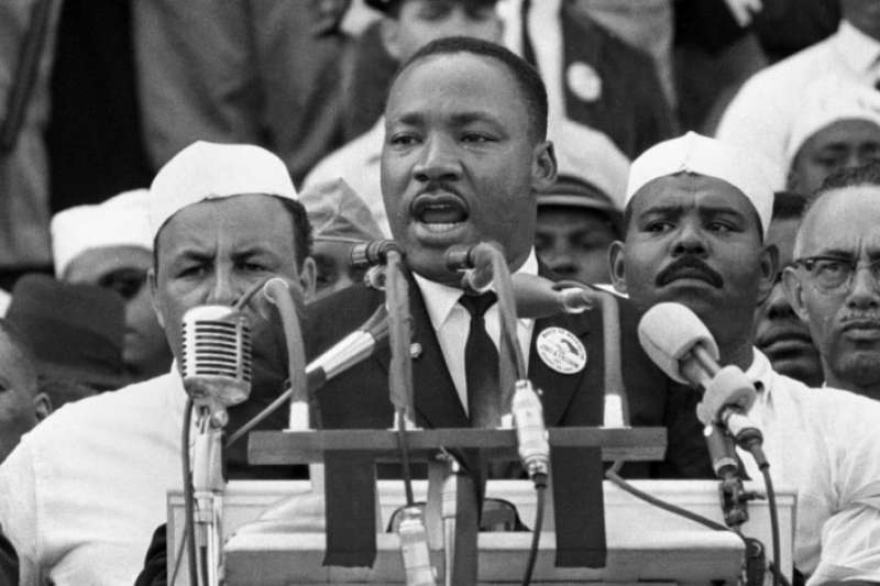 1963年8月,金恩博士在林肯紀念堂前發表舉世聞名的演說《我有一個夢》(美聯社)