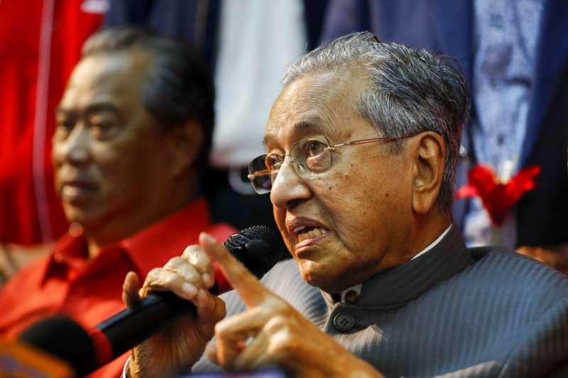 「此次馬國第14 屆全國大選,最大亮點莫過於馬哈迪(Mahathir bin Mohamad)以92歲之年齡再度出山,二度拜相,成了全球最高齡的國家領導人。」(資料照,AP)