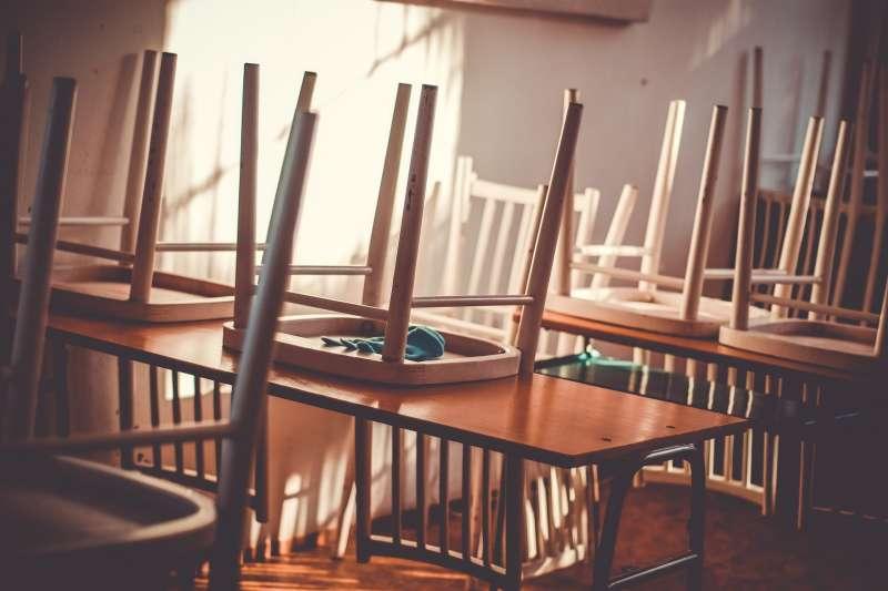 高雄市一所國小驚傳有女老師在課堂上要小六女童「演A片」,校方表示9日將會召開性平會議展開調查,目前已讓該名女老師請假接受調查。(取自pixabay)