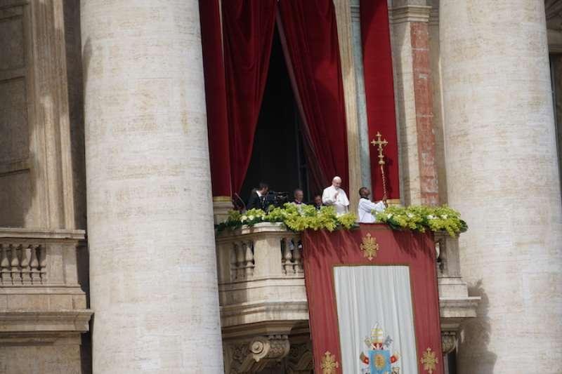 教宗方濟各對全城和全球發表的文告(Urbi et Orbi)。(Teresa Tseng攝)