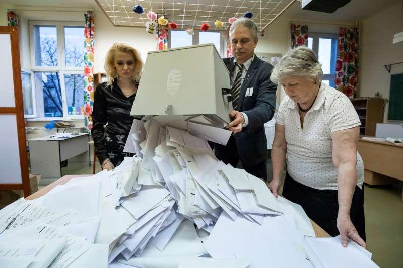 匈牙利舉行國會大選投票率高達68.8%。。(美聯社)