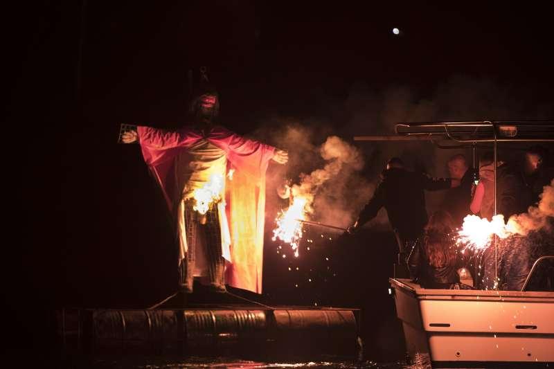 「焚燒猶大」儀式是希臘復活節的重要傳統儀式之一。(美聯社)