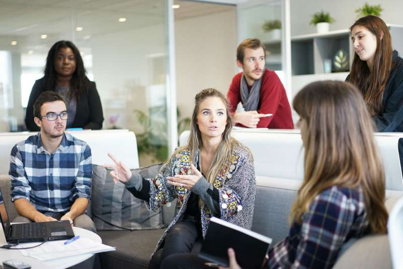 許多上班族能在會議中侃侃而談,但對會後的重點整理卻感到相當頭痛。(示意圖/Pixabay)
