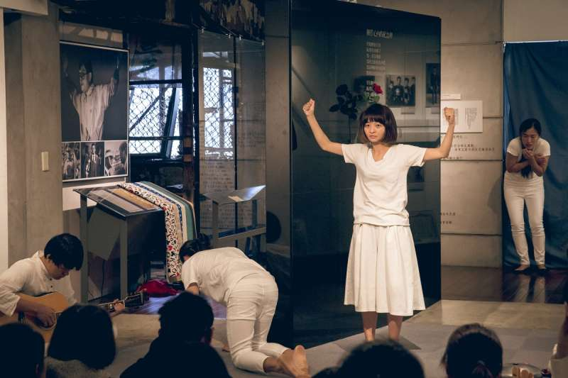 2018-04-08-三語事劇場《剩下就是我們的事了》8日晚間於鄭南榕基金會演出06。(三語事劇場提供)