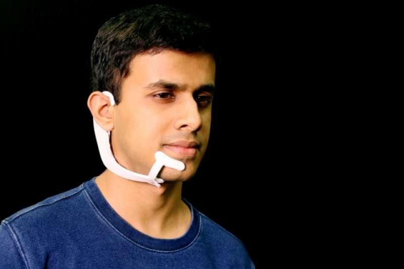未來與智慧助理的互動,甚至連「開口」的步驟都能省略。(圖/翻攝自 MIT News,智慧機器人網提供)