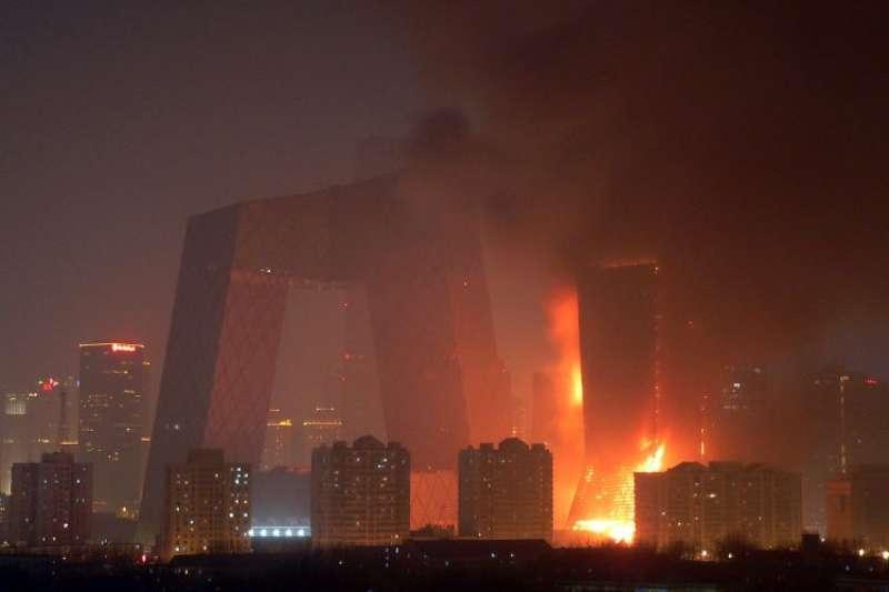 akakakakakaka-中國北京中央電視台電視文化中心在2009年因燃放煙火而引發大火燃燒。(取自維基百科)