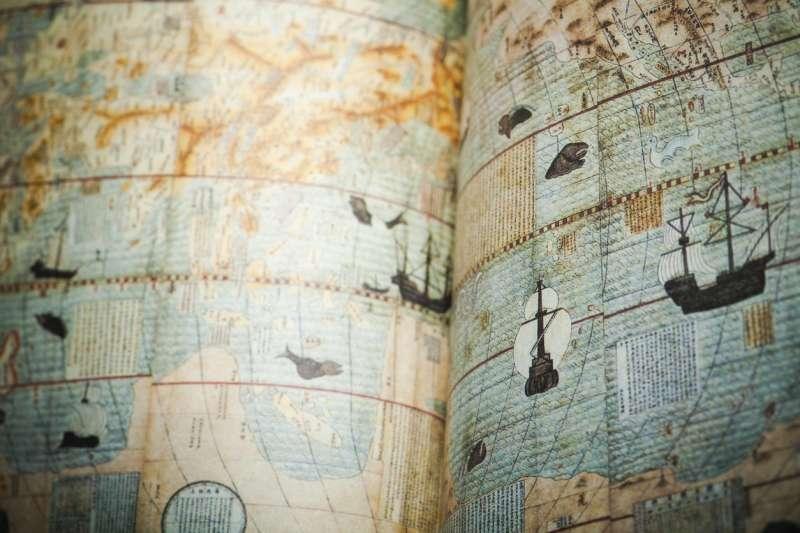 中研院中國文哲所的廖肇亨,專門研究海洋詩,挖掘出海盜、渡海僧人、將領等有實際航海經驗的人的詩作,呈現出不同於一般文人筆下的大海。(圖/取自iStock,研之有物提供)