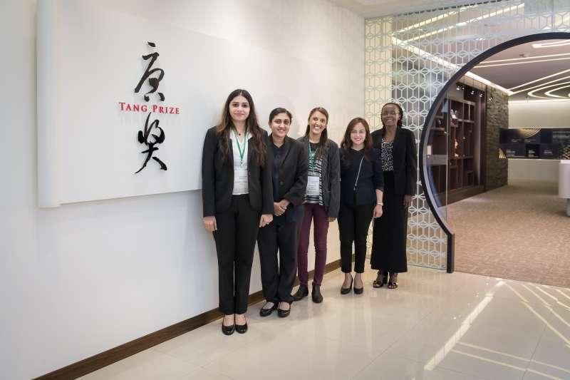 今年五位榮獲「格羅‧布倫特蘭獎」得獎人為(左起)Neha Dahiya、Sarva Mangala Praveena、Katisha Dukhi、Weena Gera、Barbara Burmen。(uStory有故事提供)
